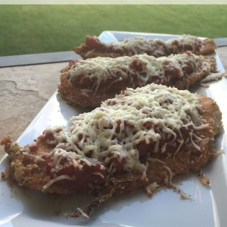 You have to try this 6 Ingredient Chicken Parmesan Recipe for dinner! It's delicious & features HEB Primo Picks that will have your family begging for more!