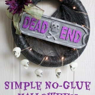 Only 30 minutes to create this awesome no-glue halloween wreath! #DGHalloweenHack