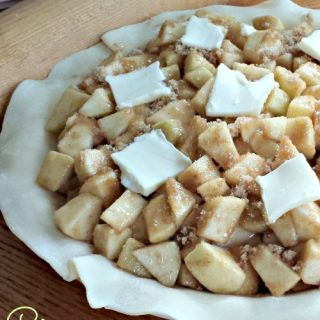 I love this Cinnamon Apple Pie Recipe because it's so easy to make and tastes super delicious!! Try it with your family this fall and don't forget the ice cream!