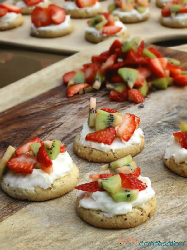 Pecan Sandies Mini Fruit Pizza Cookies