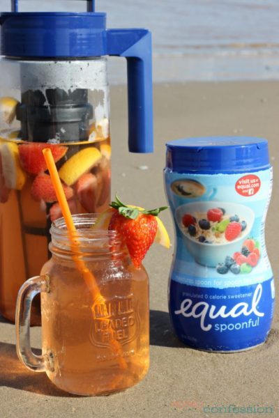 Looking for the perfect summer drink for a hot day? Learn how to make sun tea with strawberries and lemon. It's tastes amazing and is so easy to make.