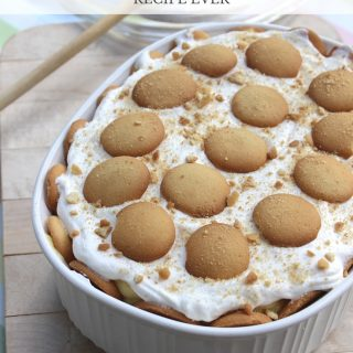 This easy banana pudding recipe is so delicious, you won't be able to stop with one bite! Must try!